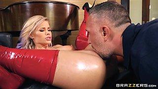 blonde hottie jessa has perfect boobs