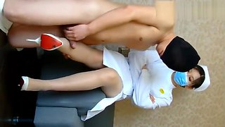 CHINESE FOOTJOB护士学姐高跟鞋肉丝踩足交 超级爽