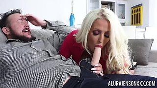Wild fucking in the living-room between a transsexual and Mindi Mink