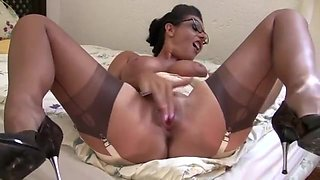 dirty-talking Aunt in Nylons Girdle and fetish heels