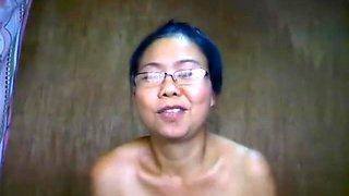 Mature Filipina playing on webcam