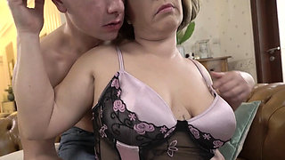 Mature woman gets spermed