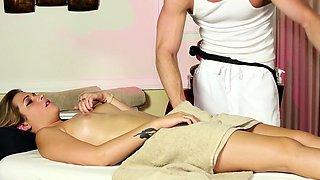 Babe sucking dick during erotic rubdown