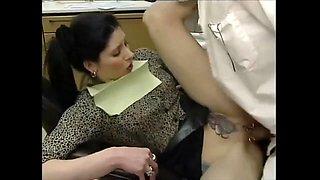 Superbe salope percer tatouer baise avec son dentiste