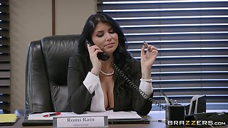 Day at the office quickly turns into the wildest pussy pounding