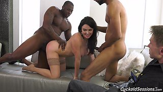 Krissy Lynn's cuckold watches black men do her the right way