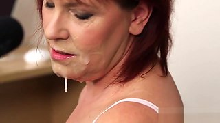 Wacky looker gets sperm load on her face sucking all the spunk