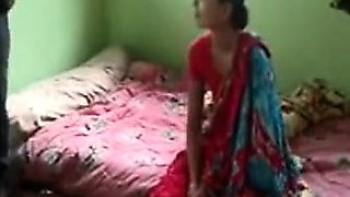 An innocent girl\'s Indian porn tube video got leaked on the