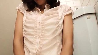 Solo masturbation in the girls toilet