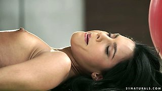 Svelte sporty dark haired cowgirl Apolonia Lapiedra gives nice footjob