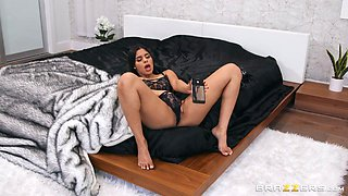 katja gives a footjob in her pantyhose