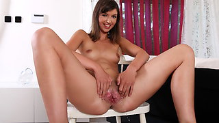 Susan Ayne Masturbates As She Is Soaked With Piss