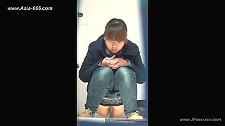chinese girls go to toilet.140