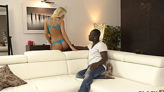 Dark-skinned stylist gives his hot client a spectacular orgasm