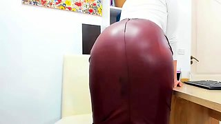 Brunette masturbating in reality home movie