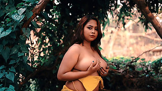 Indian Busty BBW Babe Parna 1