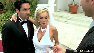 Beautiful bride cheats on her wedding day with the best man