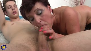Mature MILF Kaysha loves young dick