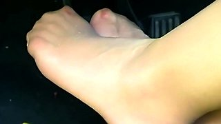 Attractive amateur fetishist in nylons flaunts her sexy feet
